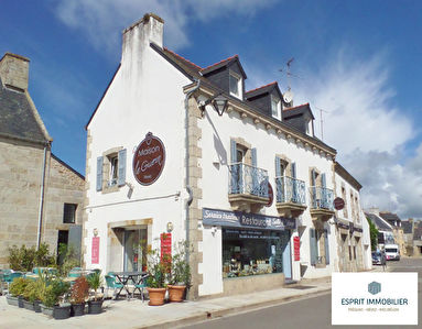 Nevez:  Immeuble (restaurant+appartement)