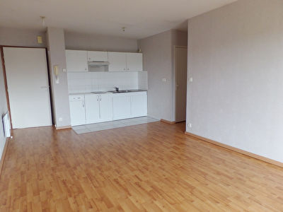LOCATION  BREST  LAMBEZELLEC  APPARTEMENT T2  41.1 M²  RESIDENCE RECENTE  BALCON  PLACE DE PARKING
