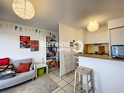 LOCATION  BREST CENTRE APPARTEMENT T1 BIS  29,73 M²  VUE MER